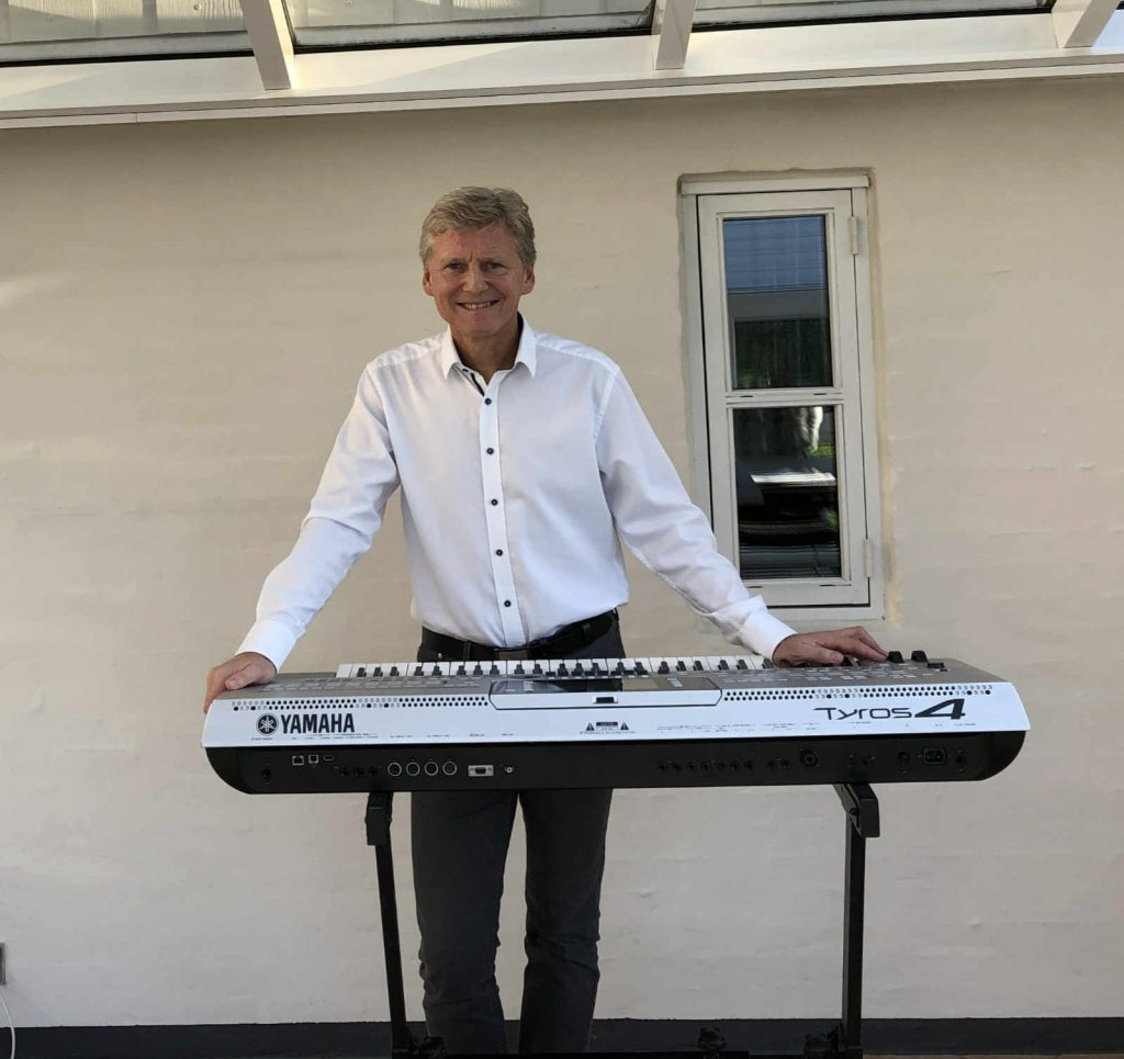 Allan Stade ved keyboard